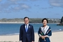 <외신=Photo> 한국 문재인 대통령과 김정숙 여사, G7 참석 후 스페인 공식 방문 해변 배경 포토 포즈!